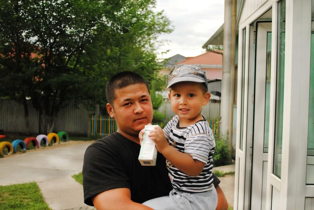 Тамерлан 2 года, папа Рустам, младшая группа