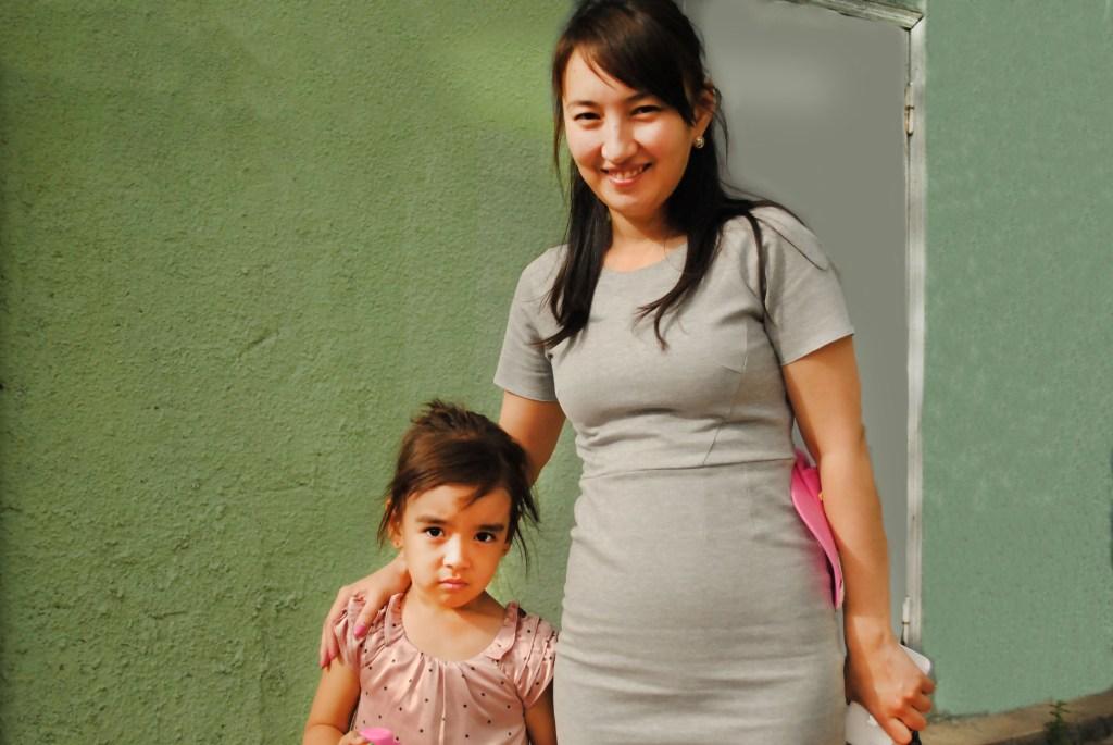 Алина 5 лет, мама Жибек, старшая группа