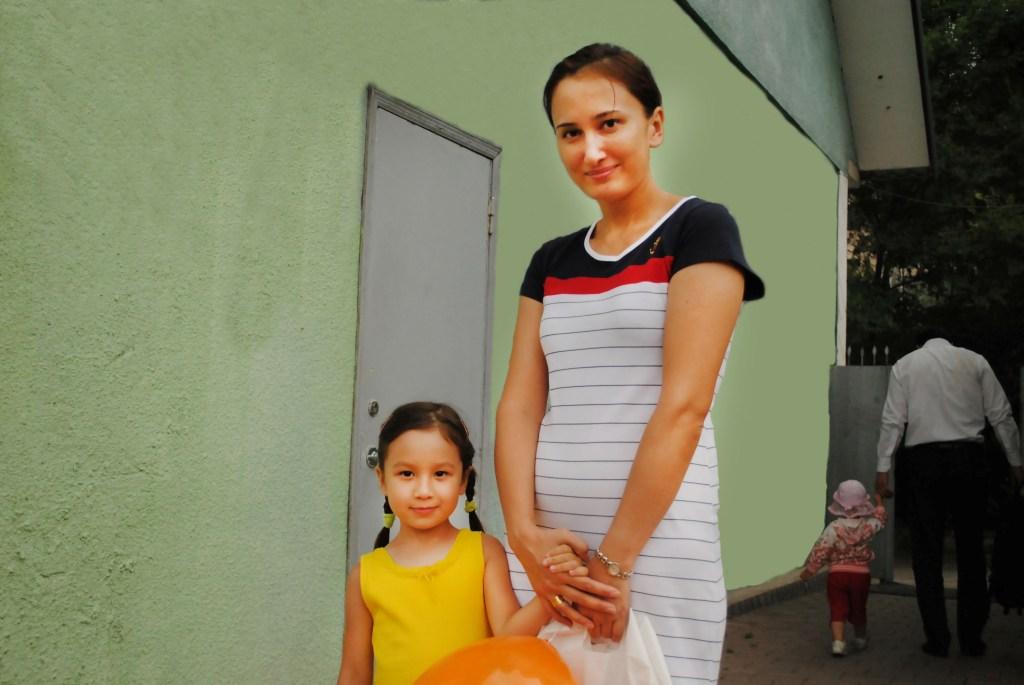 Эльнара 4 года, мама Индира, старшая группа